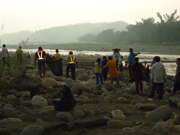 104年水資源教育宣導淨溪活動暨中秋節聯歡會