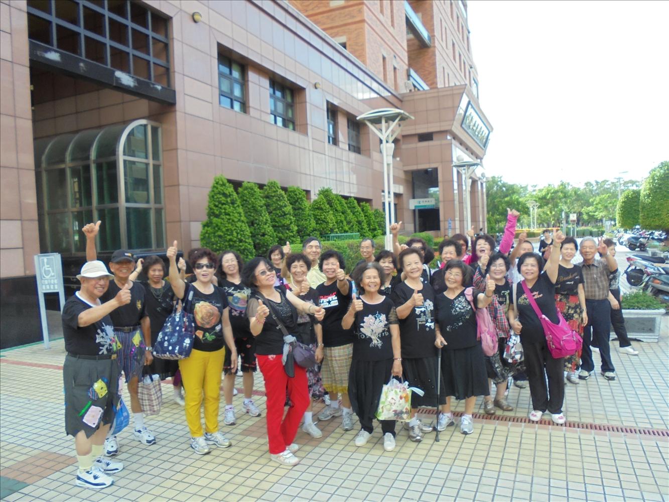 104年6月23日長青中心表演
