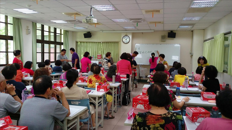 105.05.06(五)長青學苑「合唱班」慶祝母親節