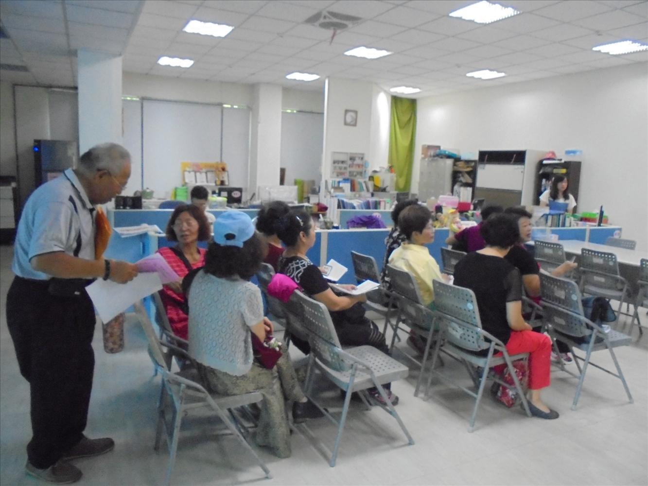105年鳳山老人活動中心-長青學苑報名照片