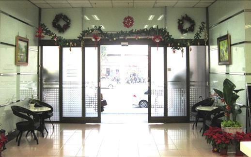 100.12.23 聖誕節來了,瞧一瞧我們精心裝飾的辦公廳舍喔!