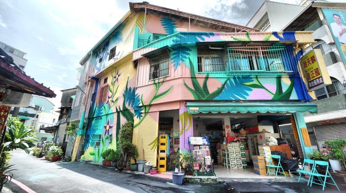 三多一路151巷牆面彩繪
