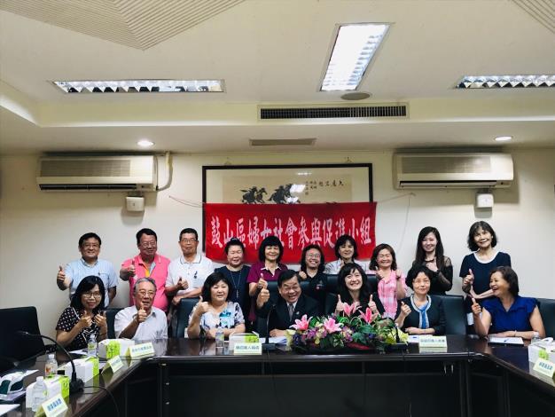 鼓山區公所婦女社會參與促進小組頒發委員聘書