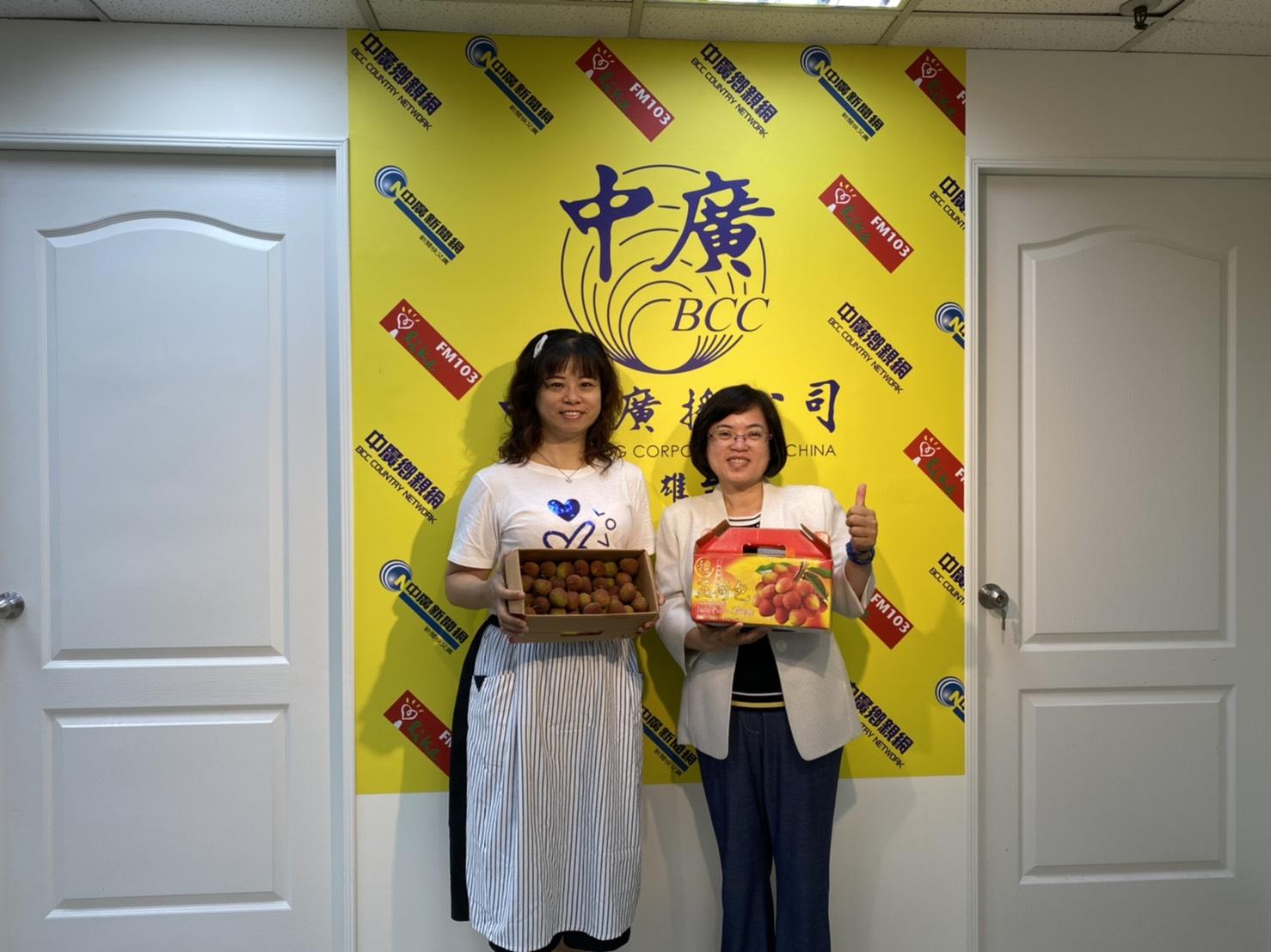 109年5月26日汪區長至中廣接受專訪並行銷大樹農特產品,也邀請大家5月30日來参加「大樹活荔旺」活動