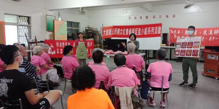 109年8月7日區長至溪埔社區參加本區婦女參與促進小組辦理之社區關懷活動- 與阿公阿嬤歡度父親節