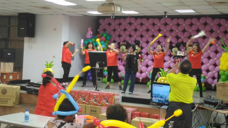 汪區長參加久堂社區109年中秋節活動,與里民共渡佳節