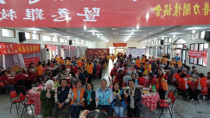 普力關懷協會偕湖內區公所舉辦青銀「歲末圍爐」關懷老大人活動
