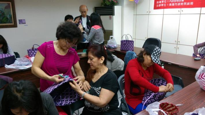 104新移民創意打包帶編織班