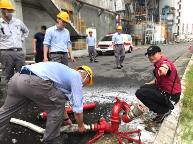 林園分隊指導轄內工廠加強泡沫滅火訓練-108-06-25
