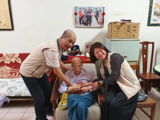 👵【慰訪百歲人瑞   忠純里堪稱前鎮區最長壽的里別】