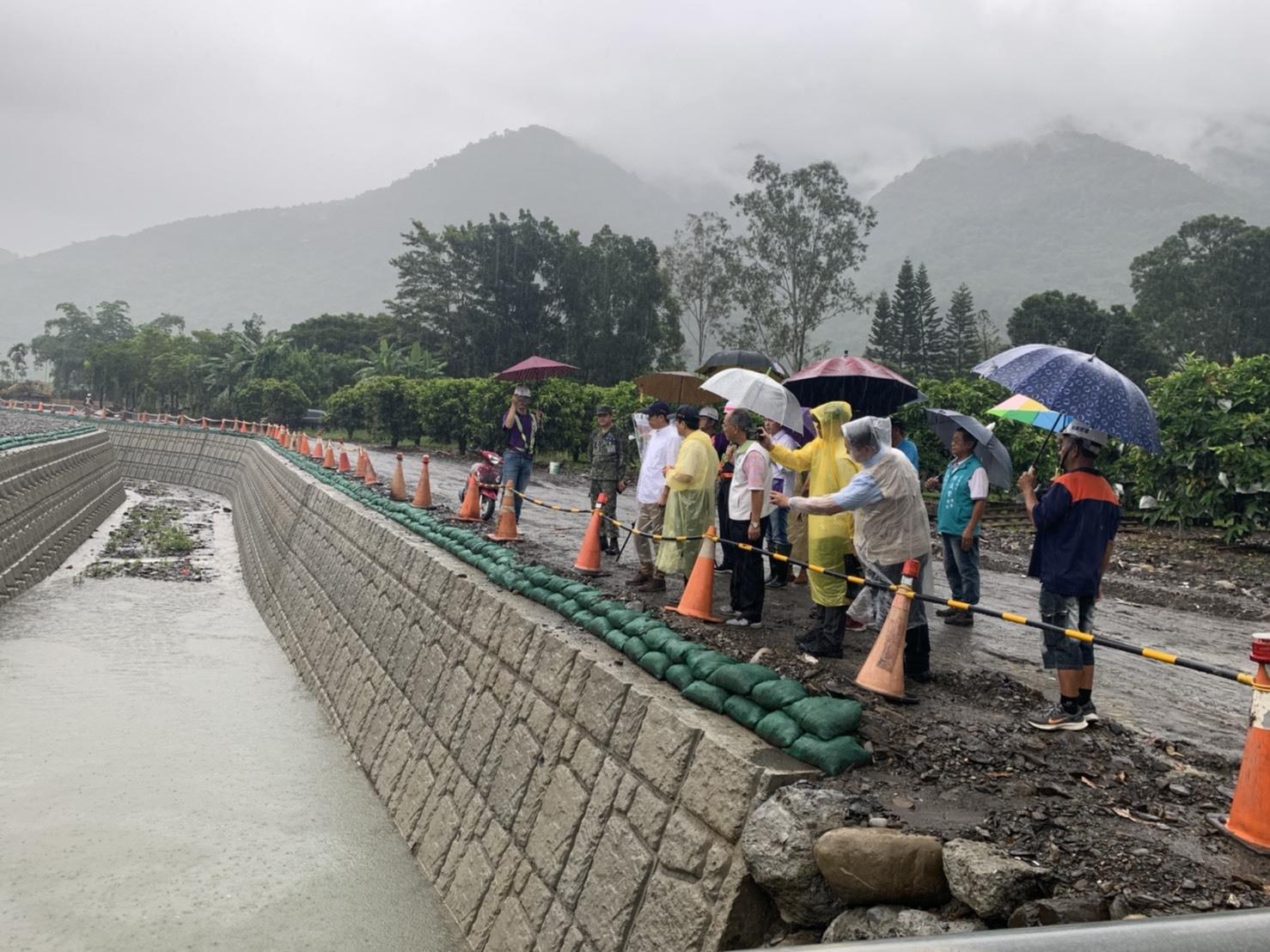 趕在豪雨前,陳其邁一早視察六龜防災工程  陳市長指示:市府團隊持續警戒並加強巡視
