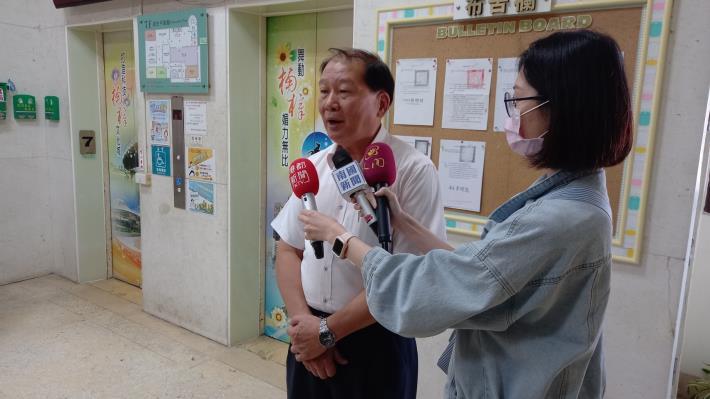 楠梓區區長吳永揮接受媒體採訪,分享本次辦理計畫之經驗及成效