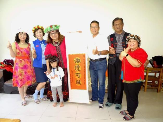 左營區謝依眉、王吳錦鳳及曹素月等3位女士榮獲本市110年母親節美...