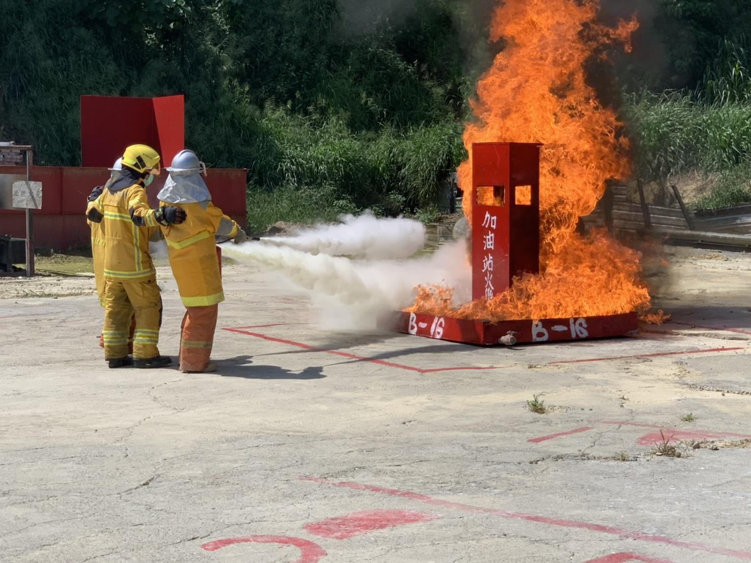 保障高雄市民安全 經發局首辦加油站消防滅火演練