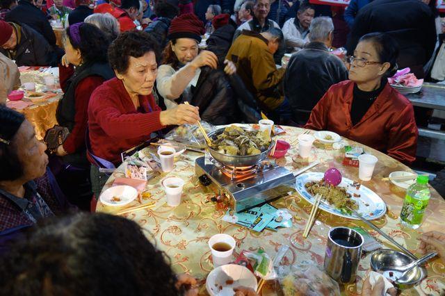 1070209寒冬送暖幸福年菜關懷老人餐會