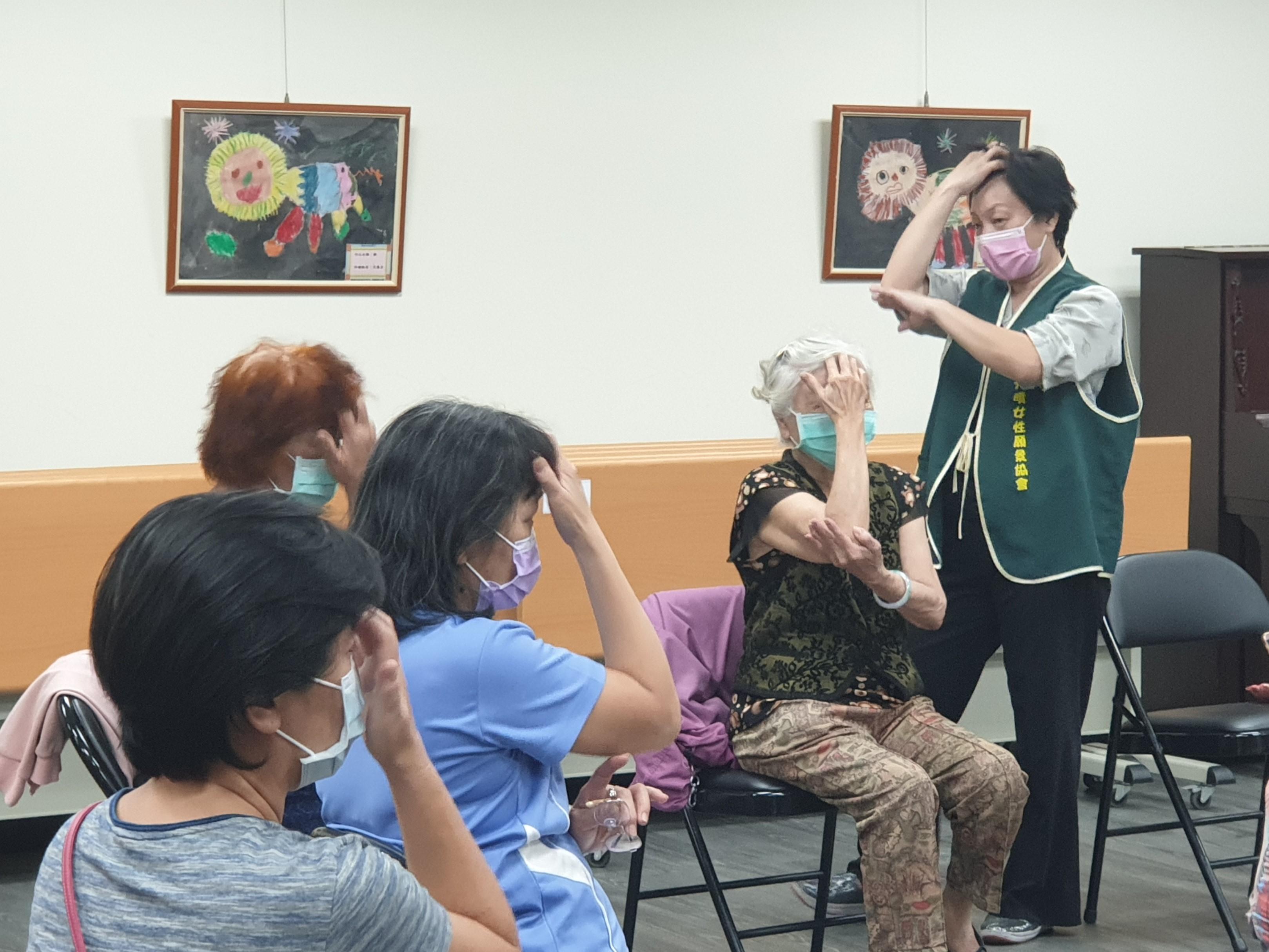 日間服務中心特地規劃心智障礙家長情緒支持團體,藉由聚會的方式辦理相關講座與紓壓活動,改善了家長的身心健康