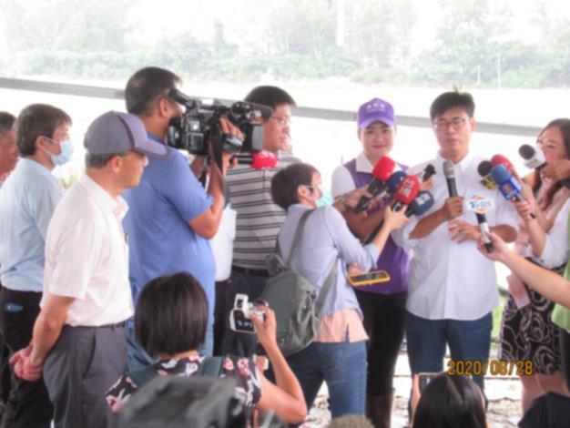 陳市長其邁報告因近日西南氣流豪大雨影響,勘災各區農作物情形,並接...