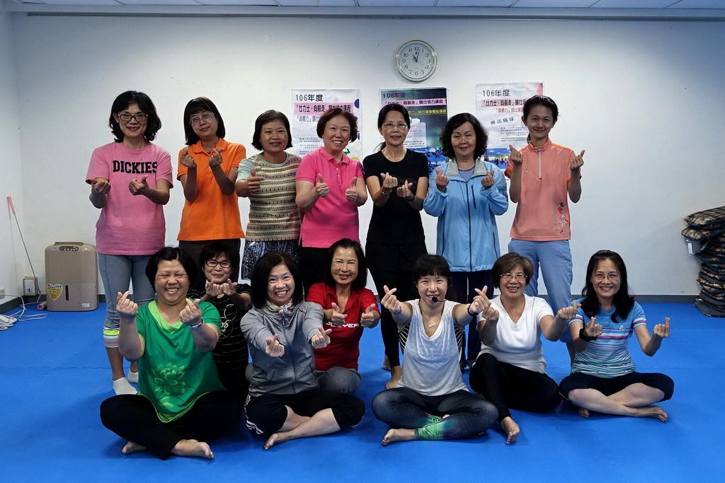 106年度「女力士‧向前走」婦女培力課程-「真體力」婦女健康體能課程:氧氣延展、ZUMBA舞蹈、樂活極球