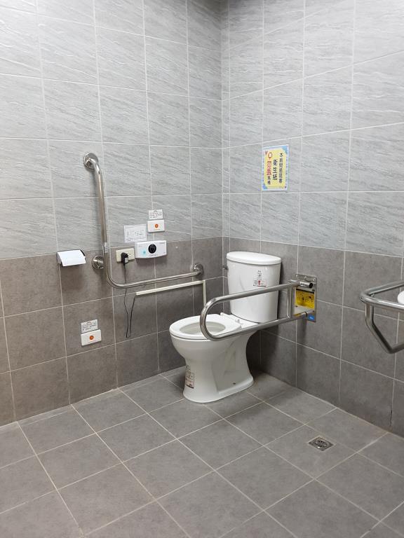 無障礙廁所設施