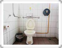 右側無障礙廁所