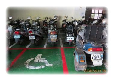 於1樓停車場設置無障礙機車及汽車停車格(2張圖)