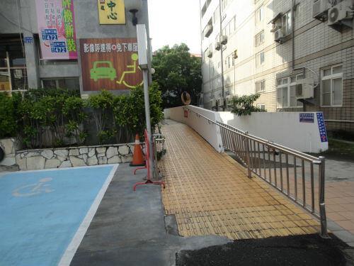 無障礙斜坡道圖片