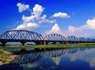 下淡水溪鐵橋晴朗天空