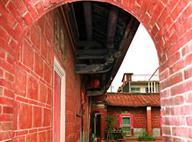 姑婆寮古厝紅磚側門