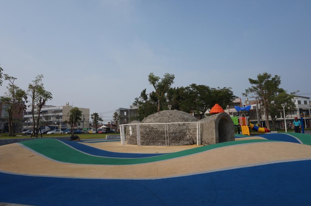 公園內防空洞