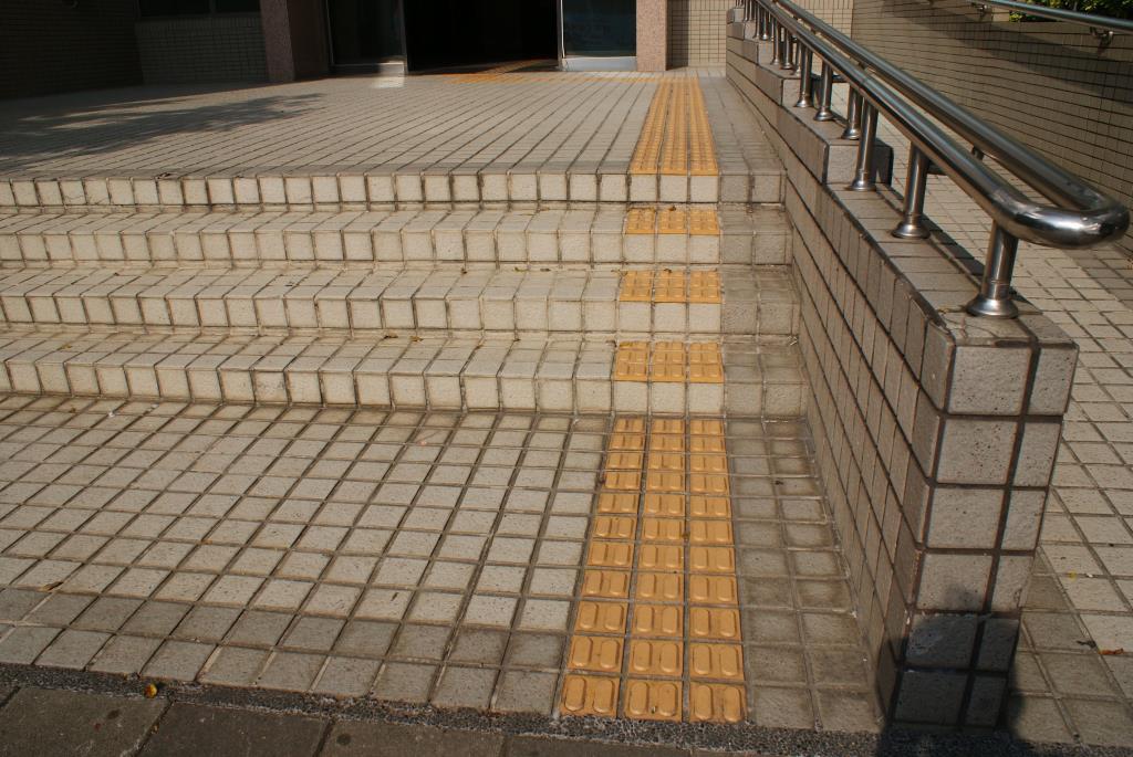 側門導盲磚