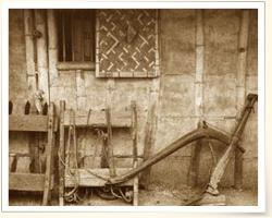 描述: 早期耕作農具(攝影/李秀雲、翻拍/陳焯棋)