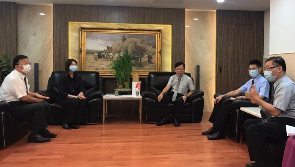 高雄地檢署莊榮松檢察長(中右)邀請毒防局出席本土化多元處遇計畫成果發表會