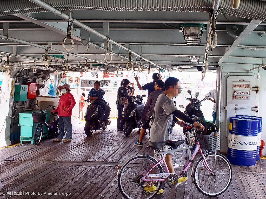 一樓機車與自行車船艙