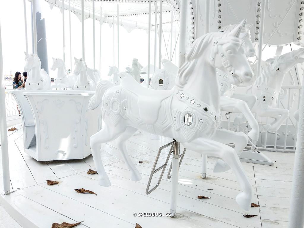 白色旋轉木馬-2