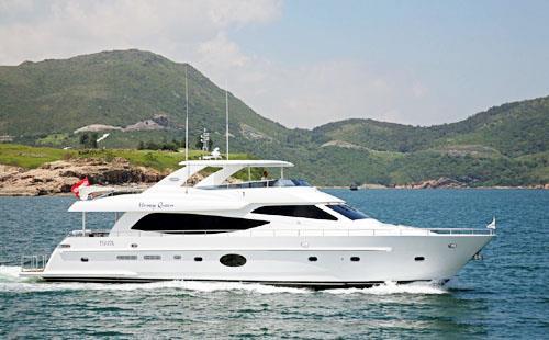 86呎豪華遊艇,在香港水域航行的英姿(提供-高勝彬)