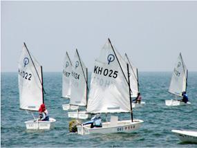 經過逐步的訓練,青少年、男女生,一樣可以在西子灣海上逍遙遊