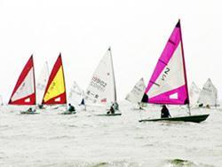前排四艘為女子用的雷射船輻射帆