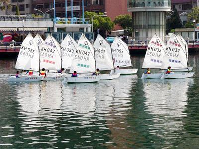 OP型帆船遨遊在愛河