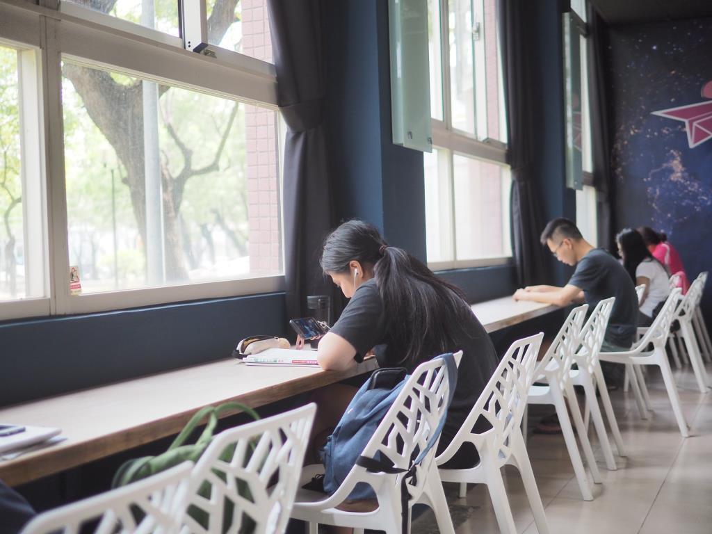 8號基地-桌椅區