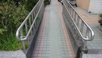 無障礙坡道扶手端部防勾撞處理