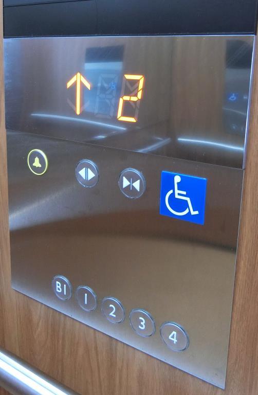 電梯乘坐輪椅用按鈕